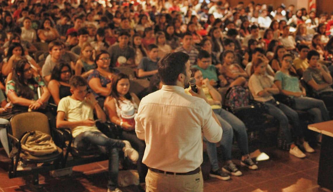 Charla con ingresantes de la FAU UNNE - Agustín Romero
