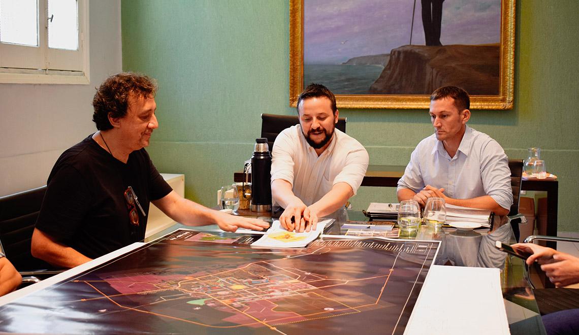 El Intendente a cargo, Agustín Romero, recibió al arquitecto Francisco Solano Benítez